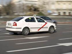 Moverse en Taxi o Coche de Alquiler por Madrid