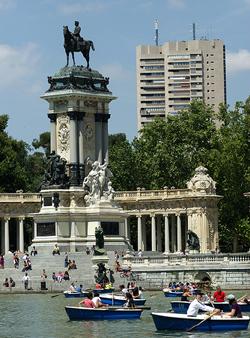 El parque del buen retiro for Jardines que visitar en madrid