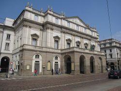 Piazza y Teatro Alla Scala de Milán